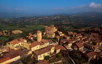 Vue aérienne du village d'Oingt